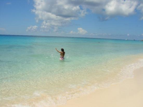 แกรนด์เติร์ก: Grand Turk, Turk & Caicos.  This is seriously the most beautiful beach I've ever been to.