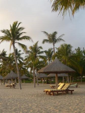 ซานย่า, จีน: Watching sun set at Sanya Beach, Hainan Island, China