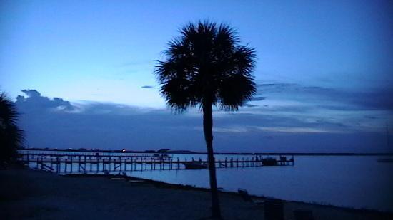 Paradise Inn: evening photo. overlooking the bay