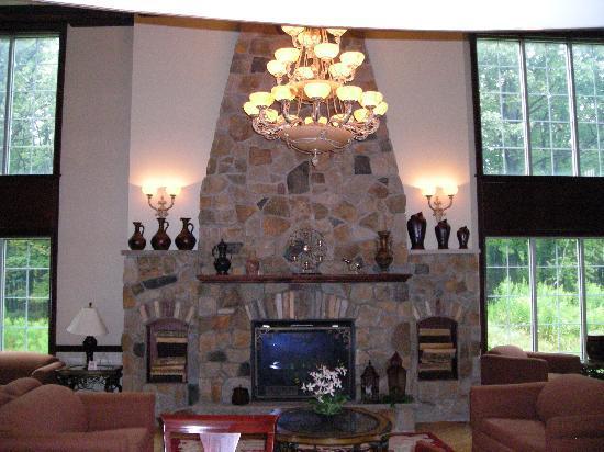 Comfort Inn & Suites: Breakfast area of lobby