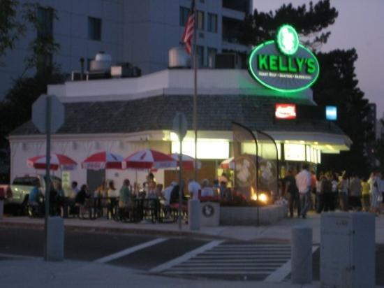 Kelly's Roast Beef: Oh yesssssss......Land at 8:30pm and immediately go to Kelly's for sandwich.  Best roast beef in