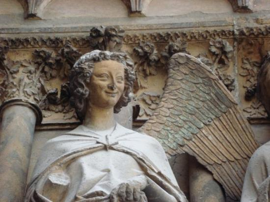 Cathedrale Notre-Dame de Reims: Smiling angel
