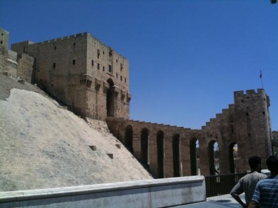 aleppo: entrata del castello