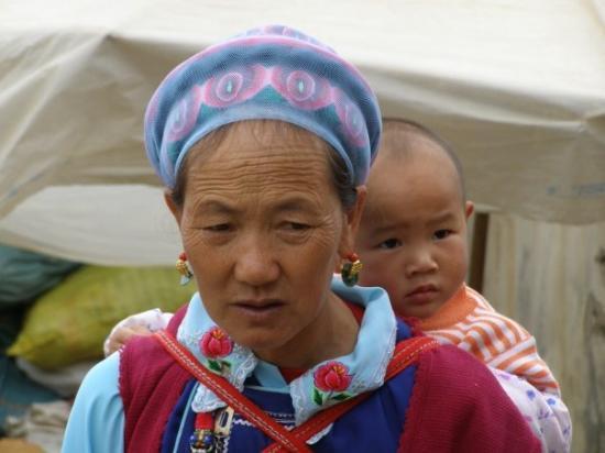 ต้าหลี่, จีน: nino mama y mercado esquina con tibet