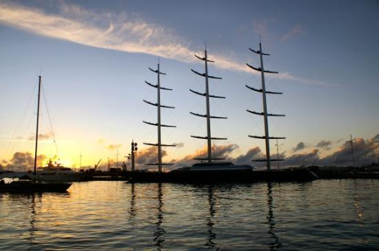 ปาเปเอเต, เฟรนช์โปลินีเซีย: Maltese Falcon à quai à Tahiti