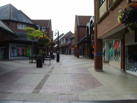Йовил, UK: Yeovil (Somerset) not Yo-ville all shut at 6pm