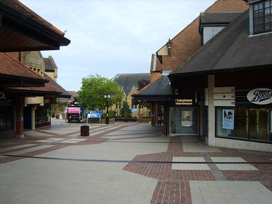 Γέοβιλ, UK: Yeovil (Somerset) not Yo-ville all shut at 6pm