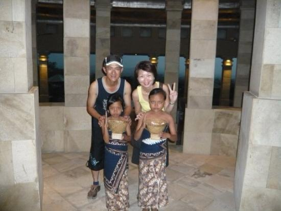 Borobudur, Indonesia: Take a pic with the local village girls both aged 10.