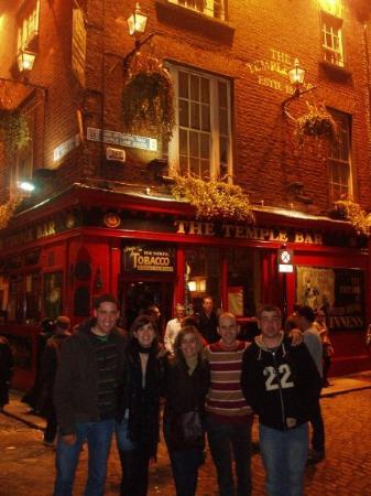 the Temple Bar de noche