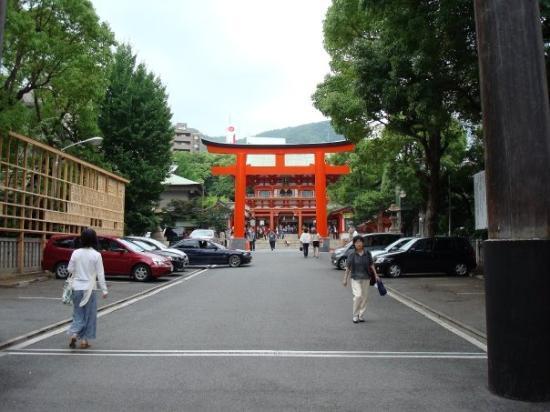 โกเบ, ญี่ปุ่น: Shinto Temple in Kobe.  Identified on tourist maps as a swastika.