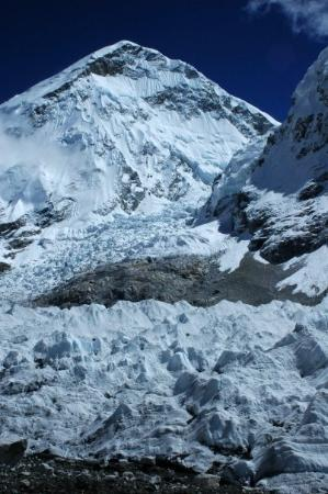 Sagarmatha National Park, เนปาล: Ice pinnacles near Everest base Camp