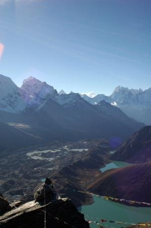Sagarmatha National Park, เนปาล: View over lakes three, two and one from Gokyo ri
