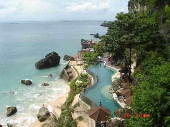 Bali, Indonezja: lovely pool by the ocean