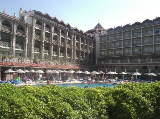 MARTI La Perla: Hotel from the garden