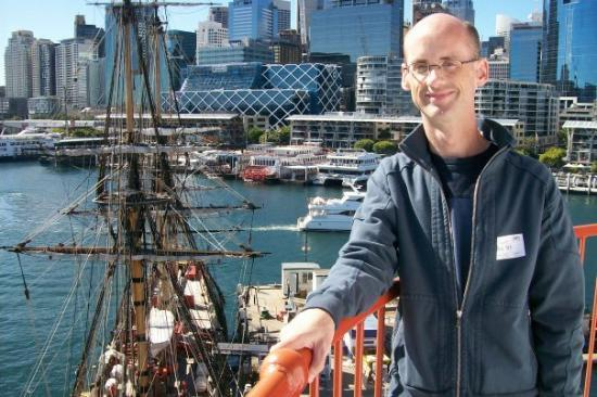 Me and the replica of the James Cook ship Endeavour (Darling Harbour) - August 15, 2008