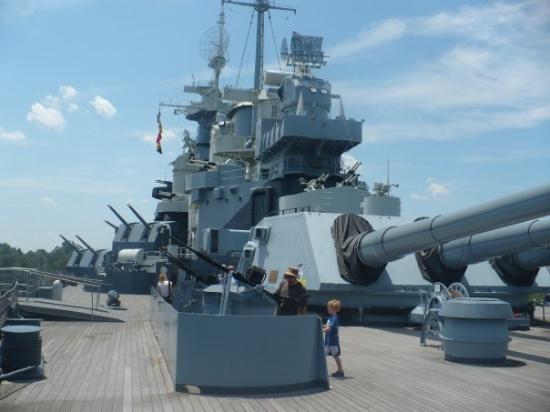 Battleship North Carolina: USS N. Carolina WWII Battleship