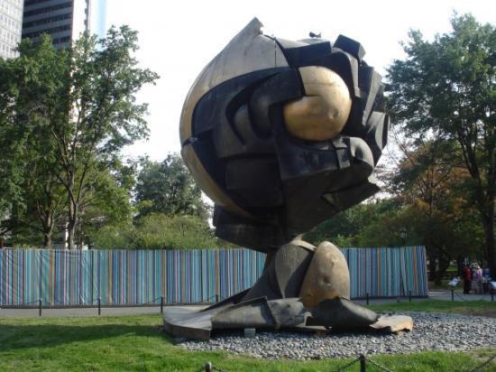 Battery Park: Mangled globe from ground zero