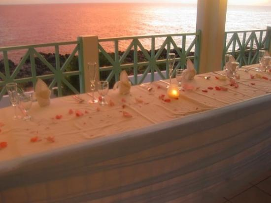 Coral Seas Cliff: Mom's wedding dinner at sunset