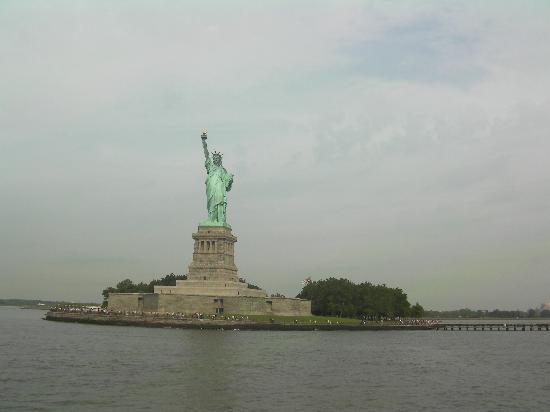 Exceptionnel Statut de la liberté depuis le ferry - Photo de Statue de la  HG32