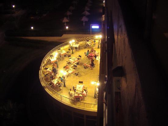Blue Sea Beach Resort: Sempre dalla camera una delle 2 aree esterne del ristorante