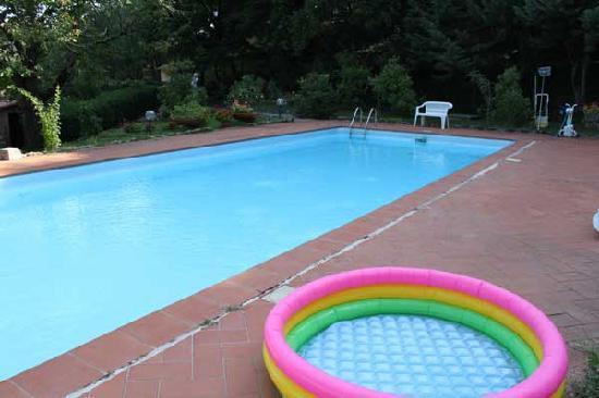 La Rosa Residence: the pool