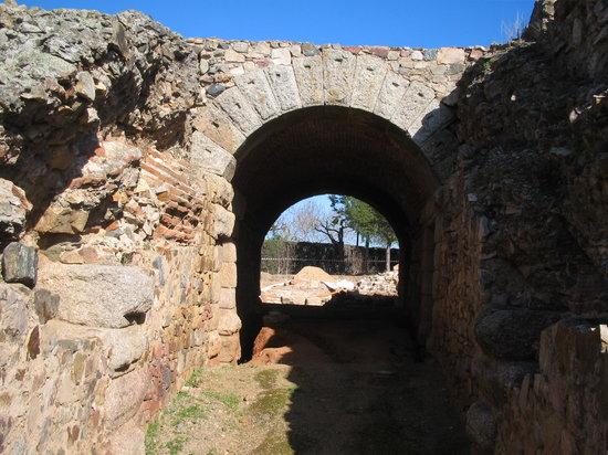 Teatro Romano de Mérida: Entrance to Amphitheater