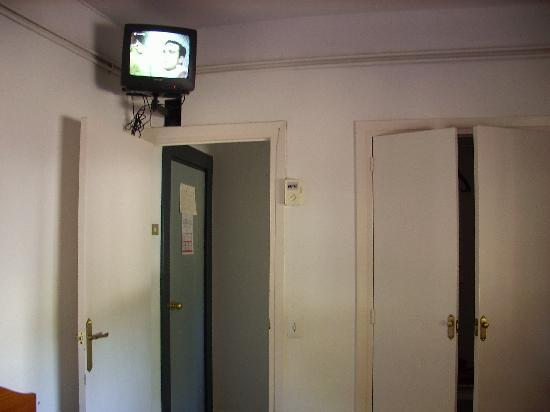 Gema Hotel: television