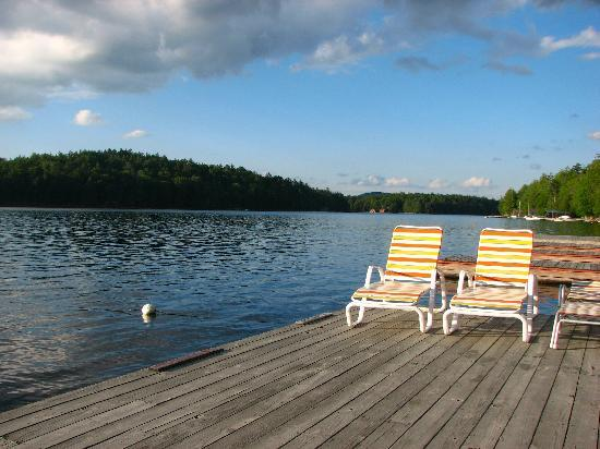 Covewood Lodge: Relaxing dock