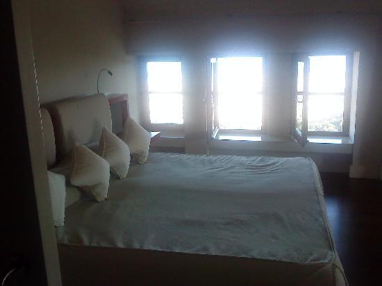 Gran Hotel La Florida : A luxury bedroom