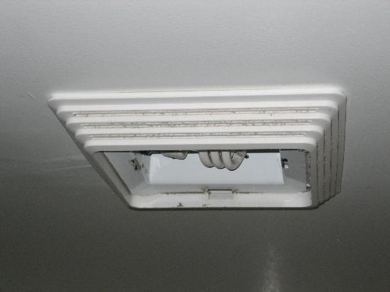 Residence Inn Milford: Light Missing Lens