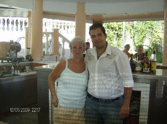 Samos Sun Hotel: Sue & Yiannis at the bar