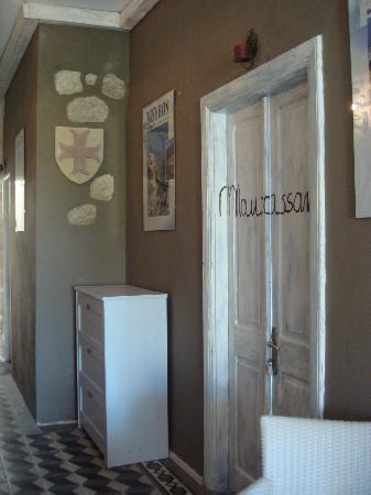 Hotel Attiki: Scorcio corridoio Maupassant room