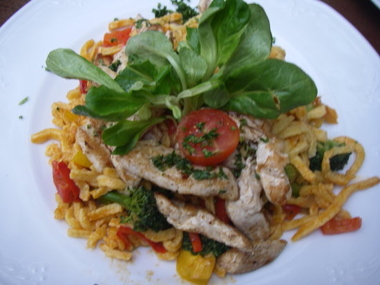 Maximilians: spaetzle with chicken