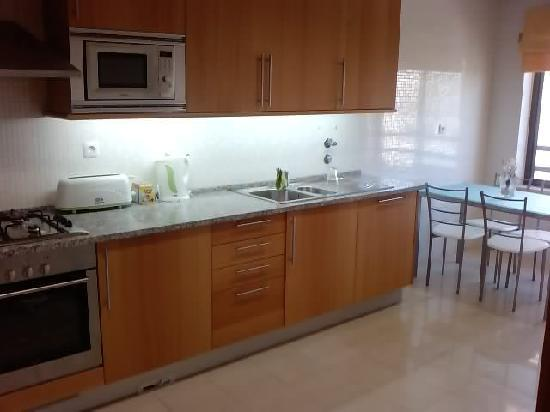 Parque da Corcovada: Kitchen - with built in dishwasher/washer etc...