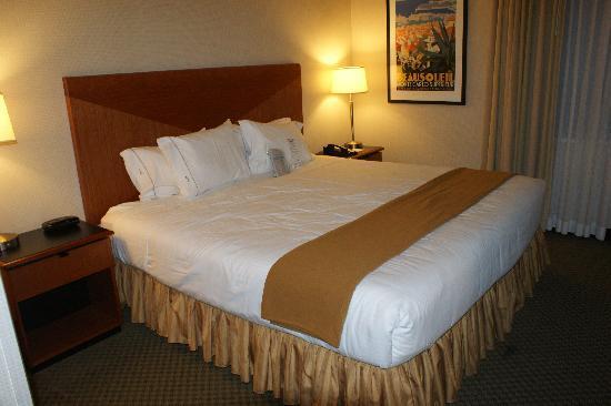 Holiday Inn Express Hotel & Suites San Francisco Fisherman's Wharf: Habitación, con cama king