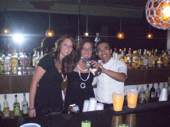 Grand Riviera Princess All Suites Resort & Spa: Behind the bar at the disco
