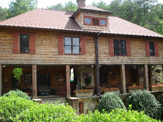 Beechwood Inn: The front porch