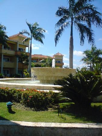 Grand Bahia Principe Punta Cana: Una maginifica vista de los jardines de este majestuoso hotel.