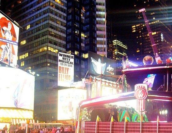 นิวยอร์กซิตี, นิวยอร์ก: Pub and truck