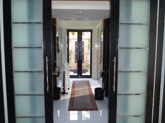 บันยันทรี รีสอร์ท: Bathroom entrance - Spa Pool Villa