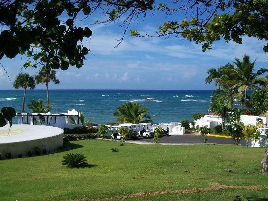ไลฟ์สไตล์ ทรอปิคอลบีช รีสอร์ท & สปา: View of beach/sea from hotel
