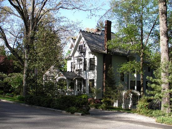 The 1899 Wright Inn and Carriage House: right on the street
