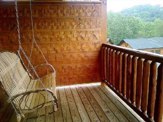Gatlinburg Falls Resort: Back Deck Cabin Swing