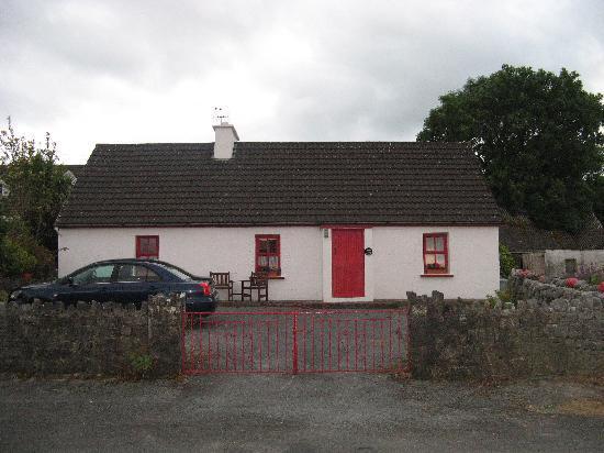 Oceanville House Bed & Breakfast: front of Katie's Cottage
