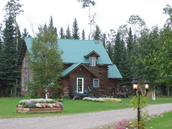 Tanana Loop Country Inn : One of the cottages at TLC Inn