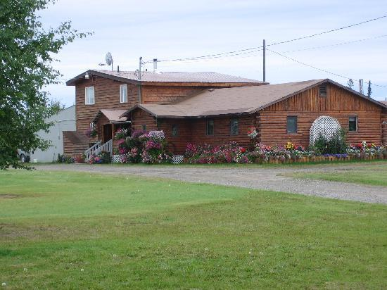 Tanana Loop Country Inn: I think this is the owner's house
