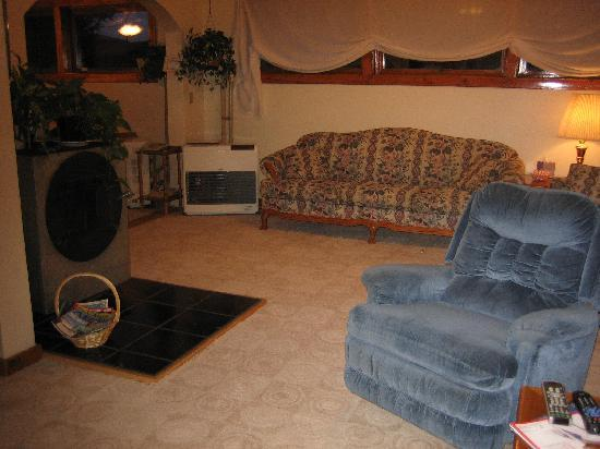 Tanana Loop Country Inn: Living room
