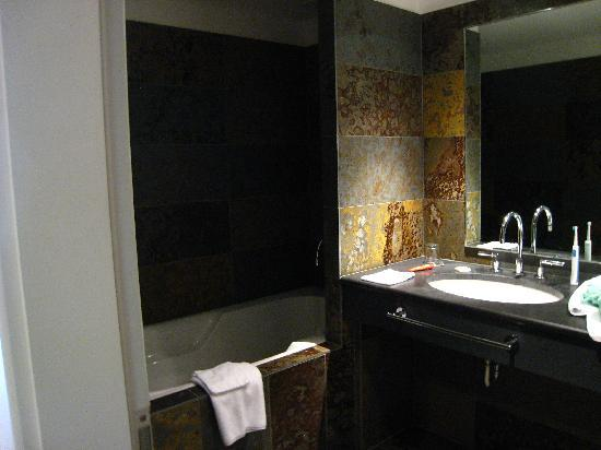 Hotel Cour du Corbeau Strasbourg - MGallery Collection: Bathroom