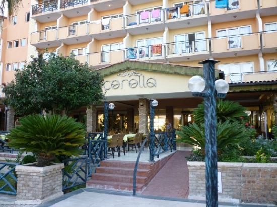 Corolla Hotel: Entrée de l'hôtel