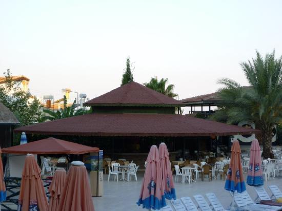 Corolla Hotel: Bar de l'hôtel à la piscine
